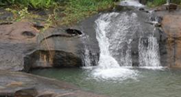 Foto de uma cachoeira de Vila Pavão